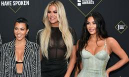 """Chị em nhà Kardashian rủ nhau trưng ngực trên thảm đỏ """"People's Choice Awards 2019"""""""