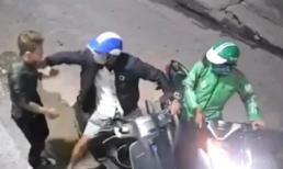 Nam thanh niên bị 2 đối tượng dí dao cướp điện thoại và xe máy trong hẻm vắng ở Sài Gòn