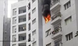 Cháy lớn ở khu tái định cư Hoàng Cầu - Hà Nội, khói lửa bốc nghi ngút