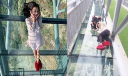 Du khách phấn khích trải nghiệm đi trên cầu kính cao nhất Việt Nam