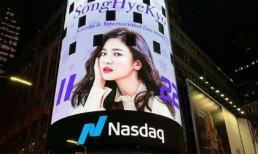 Hình ảnh Song Hye Kyo xuất hiện hoành tráng ở Quảng trường Thời đại hóa ra lại có liên quan đến Song Joong Ki