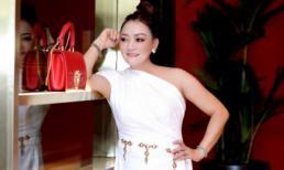 NTK Oanh Phan diện váy lệch vai khoe vóc dáng cực chất, phong cách