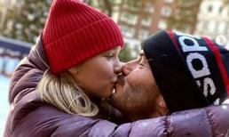 David Beckham tái diễn lại màn môi kề môi với con gái Harper bất chấp chỉ trích