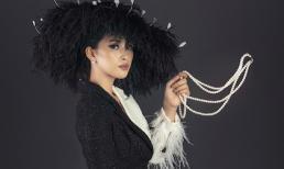 Hoa hậu Tiểu Vy khoe sắc mặn mà với phong cách cổ điển