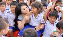 Hoa hậu Christine Thúy Hằng về Bình Phước khánh thành mái che và trao tặng công trình sân chơi thiếu nhi