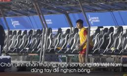 Chứng kiến đồng đội 'hạ sát' Campuchia, Quang Hải nghịch bóng cho đỡ ngứa ngáy chân tay