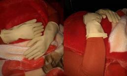 Lý giải hiện tượng cô gái phải đeo găng tay cao su đi ngủ vì bị nhiễm tĩnh điện vào mùa đông