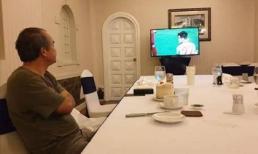 Xúc động hình ảnh bầu Đức lặng lẽ theo dõi U22 Việt Nam giành HCV SEA Games