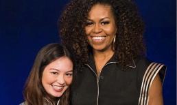 Chỉ trong hai tháng, cựu đệ nhất phu nhân Mĩ Michelle Obama đã hai lần diện trang phục của NTK Công Trí