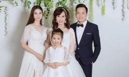'Cô dâu 62 tuổi' Thu Sao khoe ảnh cưới chụp cùng chồng con, anti-fan mỉa mai: 'Giống hai vợ chồng chụp cùng mẹ vợ'