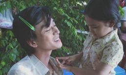 Ảnh hậu trường 'Mắt Biếc' hé lộ mối quan hệ ngoài đời giữa 'Thầy Ngạn' Trần Nghĩa với bé Trà Long!