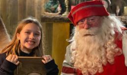 Harper cười không nhặt được miệng vì được gặp ông già Noel