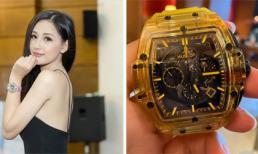 Mừng Giáng sinh, Mai Phương Thúy tậu đồng hồ 1,7 tỷ