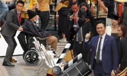 Giữa tin đồn TVB sa thải cả nghìn nhân viên, Cổ Thiên Lạc về Hong Kong quay phim, Huỳnh Tông Trạch phải ngồi xe lăn