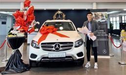 Rời Hà Nội FC, thủ môn Bùi Tiến Dũng khoe nhận xế hộp mới Mercedes-Benz gần 2 tỷ