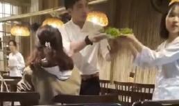 Xôn xao clip gái xinh đập bàn đòi quản lý đuổi việc nhân viên ngay lập tức vì bị mang cho đĩa rau có hành