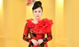 Nữ hoàng hoa hồng Bùi Thanh Hương diện áo dài thướt tha chào đón năm mới 2020