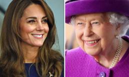 Công nương Kate khiến Nữ hoàng Anh 'ngưỡng mộ' ở một điểm khác biệt với Meghan Markle