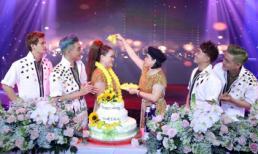 NTK Oanh Phan hát nhảy tưng bừng trong tiệc sinh nhật trắng
