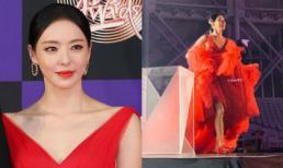 Dân mạng ngã ngửa khi phát hiện ra thứ được giấu đưới chiếc váy đỏ bồng bềnh của 'thánh body' Lee Da Hee