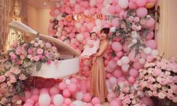 Bận rộn là thế, ca sĩ Minh Hằng vẫn dành thời gian bơm bóng bay để trang trí tiệc thôi nôi cho cháu gái