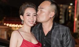 Thu Trang đẹp rực rỡ với tóc ngắn, cười rạng rỡ khi Tiến Luật hôn lên má
