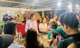 Không chạy show tất bật, danh hài Hoài Linh bán hàng ở hội chợ khiến dân tình nhốn nháo