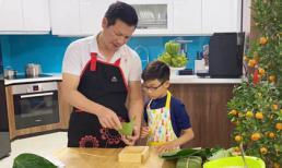 Shark Hưng tự tay vào bếp, dạy con trai gói bánh chưng