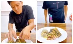Đăng clip nấu đồ ăn cho vợ, Trường Giang lại gây bất ngờ với hành động phủi tay vào quần kém vệ sinh