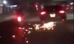 'Xe điên' gây tai nạn kéo xe nạn nhân bỏ chạy tóe lửa trên đường