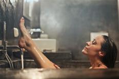 Khi phụ nữ tắm, nếu thực hiện quá nhiều những điều này chỉ càng gây hại cho cơ thể