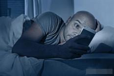 Đừng đặt 3 thứ này ở đầu giường, nguy cơ ung thư càng cao!