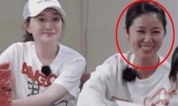 Cùng 44 tuổi nhưng Lâm Tâm Như lại bị chê già dặn, da xấu so với mỹ nữ ngực khủng Lý Tiểu Nhiễm