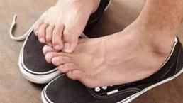 Mang giày chân trần vào mùa hè tương đương với việc không giặt đồ lót