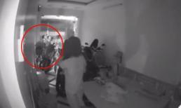 Cửa cuốn vẫn không an toàn, khi 3 tên trộm 'phá chip' định đột nhập vào nhà lúc nửa đêm