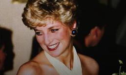 Điều ít biết về hai món đồ Công nương Diana nắm chặt trong tay sau khi trút hơi thở cuối cùng khiến nhiều người xúc động