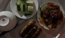 Mâm cơm vợ nấu với bí xanh luộc cả vỏ, nem cháy nhưng người chồng vẫn khen đây là bữa ngon nhất đời mình và lý do phía sau...