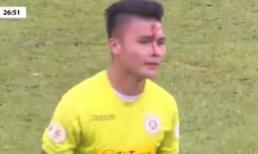 Quang Hải đổ máu trên sân vì va chạm với Tiến Linh