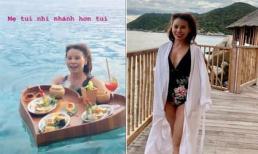 Đi du lịch cùng con gái, mẹ Hồ Ngọc Hà mặc áo tắm, khoe nhan sắc trẻ trung bất chấp tuổi tác