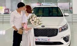 Hết mua nhà, Mạc Văn Khoa và bạn gái lại tậu xe 1,5 tỷ đồng trước đám cưới