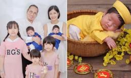 Nghệ sĩ Vượng Râu tung ảnh đầy tháng của hai quý tử song sinh, Thúy Nga vào khen: 'Cao thủ đông con nhất làng hài'