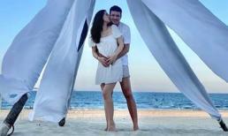 Vợ chồng Đan Lê - Khải Anh 'tình bể bình' trong chuyến du lịch Đà Nẵng