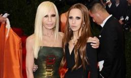 Cuộc sống như địa ngục của Ái nữ 'đế chế' Versace: Thừa kế công ty khi mới 11 tuổi, tài sản hàng trăm triệu đô nhưng không có lấy một ngày vui vẻ
