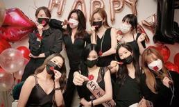 Rút kinh nghiệm sau khi làm điều đáng phê phán trong mùa dịch, Yoona đeo khẩu trang cẩn thận tụ họp cùng SNSD