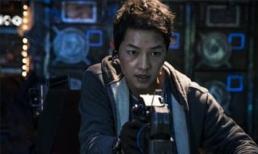 Mặc kệ tin đồn tình ái của Song Hye Kyo, Song Joong Ki hé lộ tạo hình cực ngầu trong movie 'bom tấn' mới đây này
