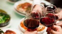 Trong bữa tối, những người không bao giờ chủ động nâng ly chúc mừng đều là 4 kiểu người này