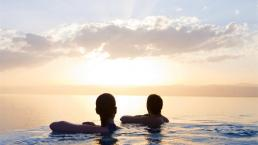 Tại sao tốt hơn là không đi du lịch với người quen?