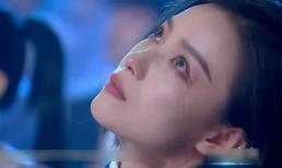 Khoảnh khắc rơi nước mắt kinh diễm của tình cũ Phùng Thiệu Phong gây bão MXH xứ Trung, netizen xuýt xoa ví như thiên thần