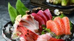 Tại sao món cá sống ở Nhật Bản gọi là 'sashimi'?