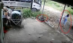 Pha trộm áo mưa 'cồng kềnh' của ông chú bụng phệ khiến chủ nhà xem lại camera cũng sốt ruột